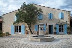 Südfrankreich, Weingut Domaine La Louvière, Brunnen